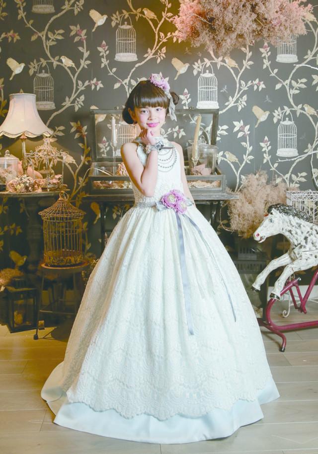 Aラインドレスの衣装画像1