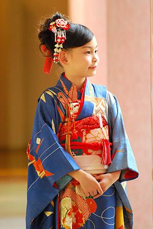 折鶴に手毬文地模様綸子祝着の衣装画像1
