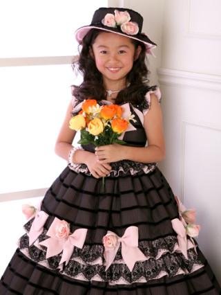 ブラック×ピンクのリボンたっぷりドレス