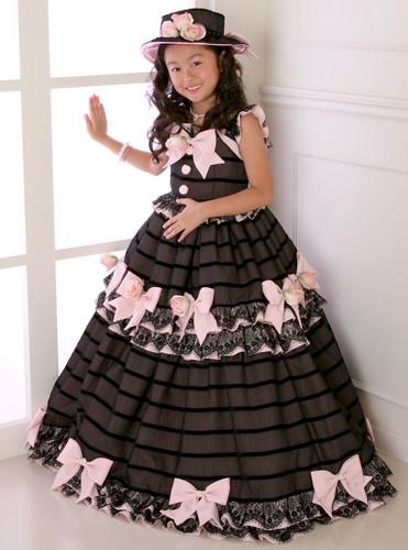 ブラック×ピンクのリボンたっぷりドレスの衣装画像2