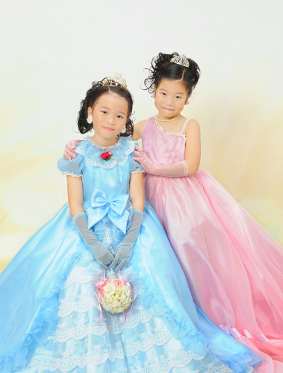 可愛いドレスの衣装画像1