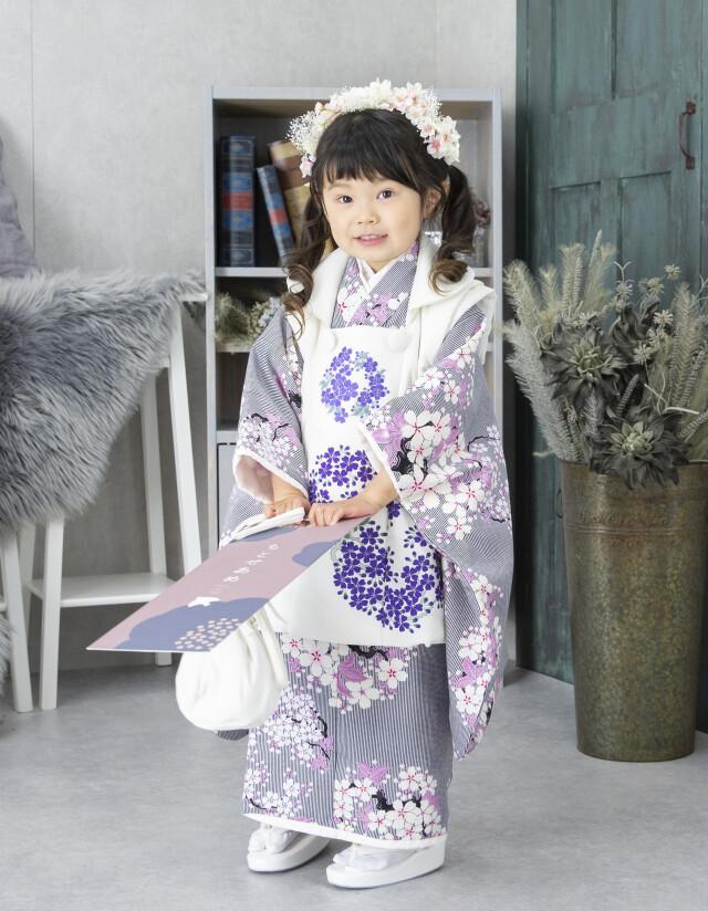 白色_グレーストライプ・桜ピンクの衣装画像1