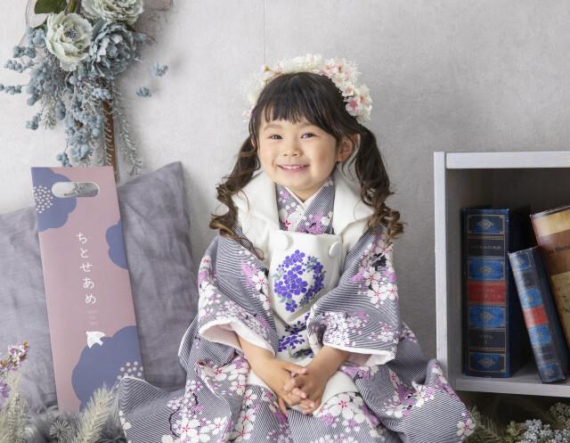 白色_グレーストライプ・桜ピンクの衣装画像3
