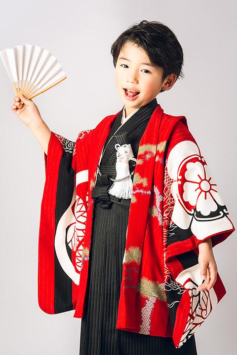 いちは着物2020年新作衣装 家紋柄赤 3歳・5歳2サイズの衣装画像1