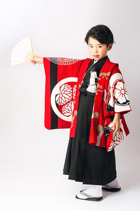 いちは着物2020年新作衣装 家紋柄赤 3歳・5歳2サイズの衣装画像2