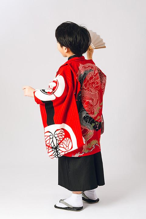 いちは着物2020年新作衣装 家紋柄赤 3歳・5歳2サイズの衣装画像3