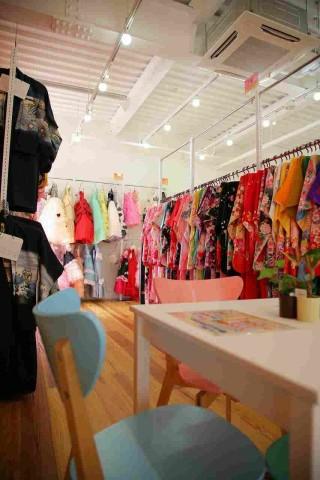 写真館【フォトスタジオSharaku】水戸店の店舗画像1