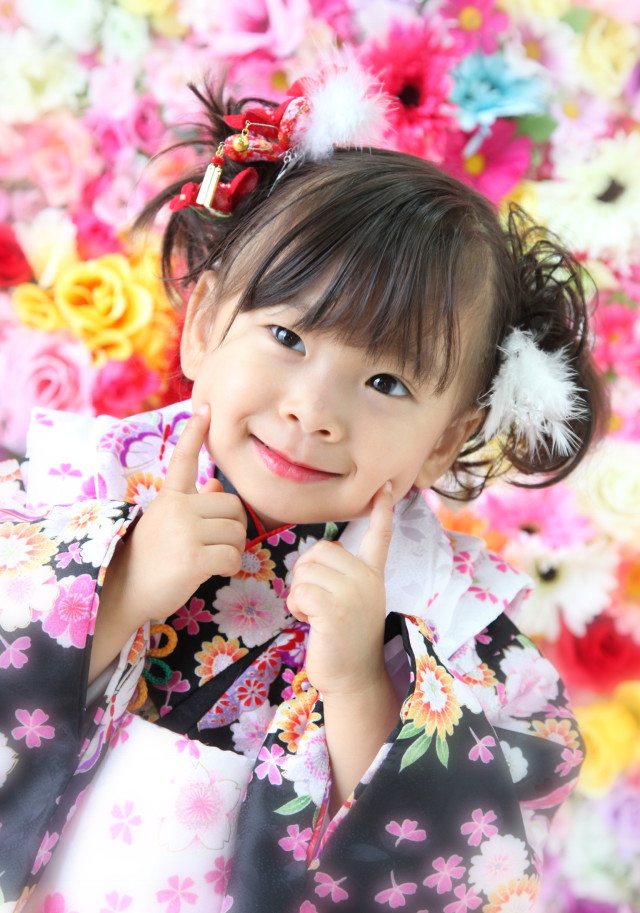 3歳の 女の子 自然光撮影の衣装画像1