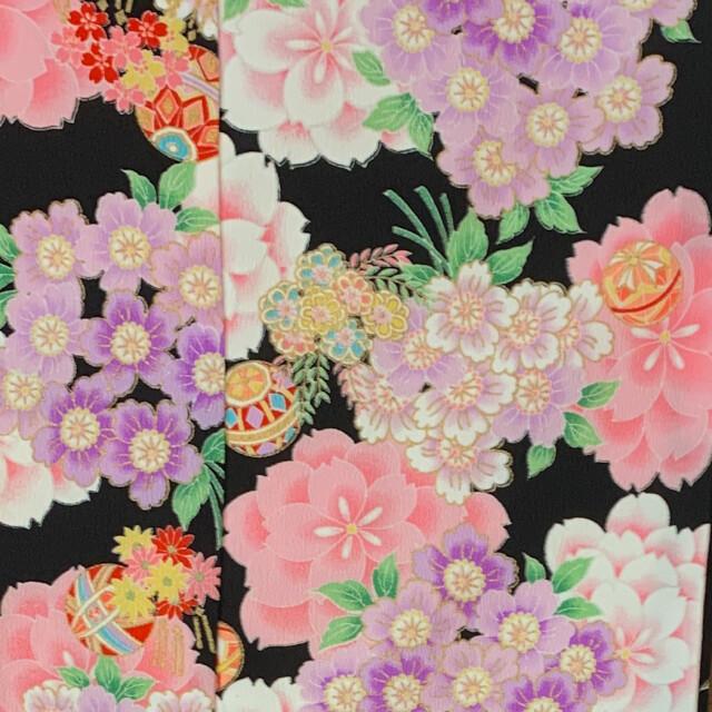 七歳 黒地花柄の衣装画像2