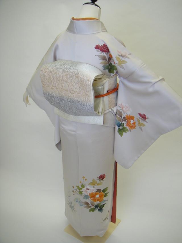 10122 アイボリーホワイト友禅模様正絹訪問着 袋帯フルセットの衣装画像2