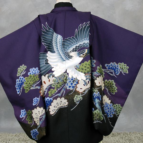 五歳祝い着セット 紫地裾ぼかし(松に鷹)袴(金茶と抹茶色) の衣装画像2