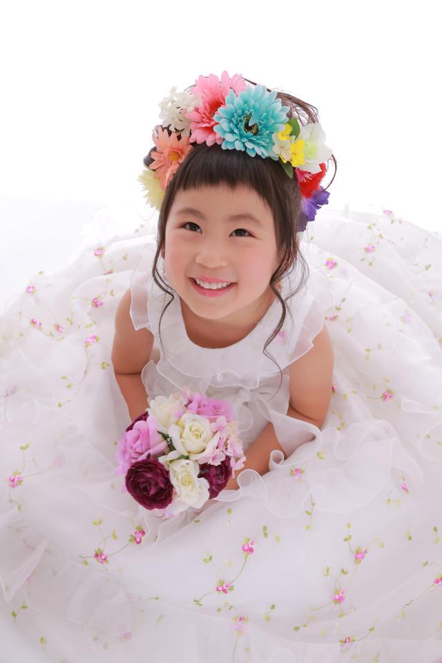 純白な小花柄ドレス 【ドレス/白】の衣装画像1
