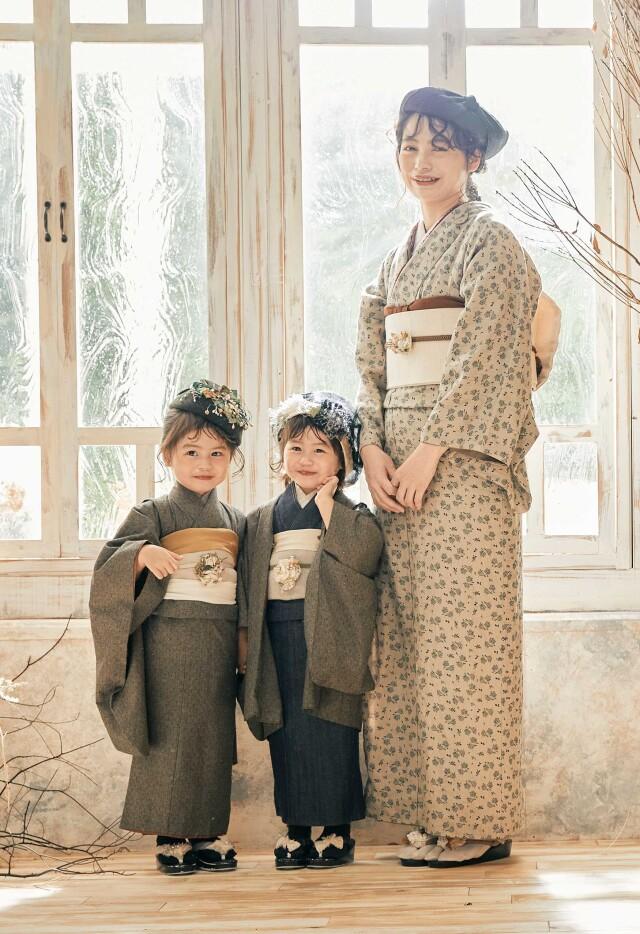 ブラウン総柄着物の衣装画像2