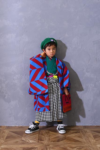 オリジナル 青・赤幾何学柄の衣装画像2