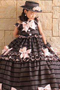 黒×ベビーピンクのドレス