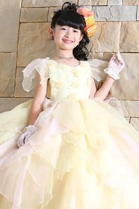 イエローのドレス