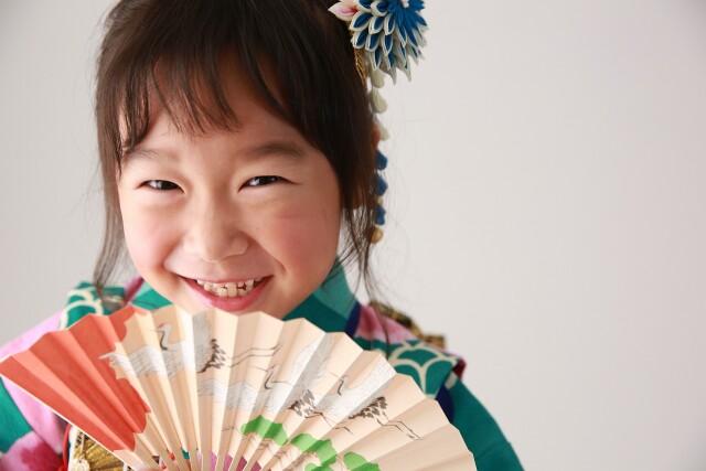 7歳女の子 緑モダン柄の衣装画像2
