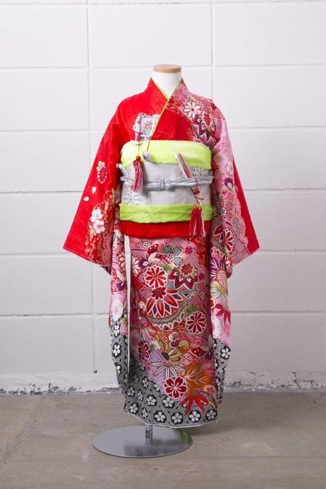 新作正絹7歳振袖の衣装画像1