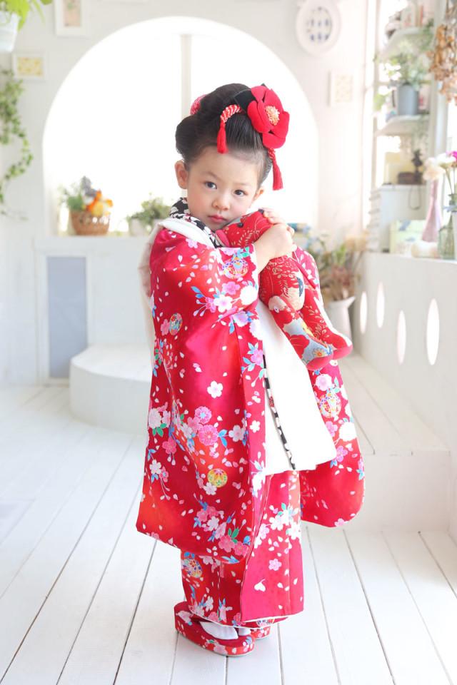 赤のお着物の衣装画像1